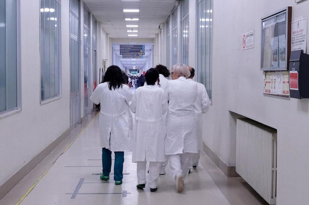 Le soluzioni per superare la carenza dei medici