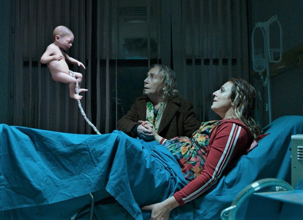 L'UOMO SENZA GRAVITA' | la recensione del film Netflix con Elio Germano