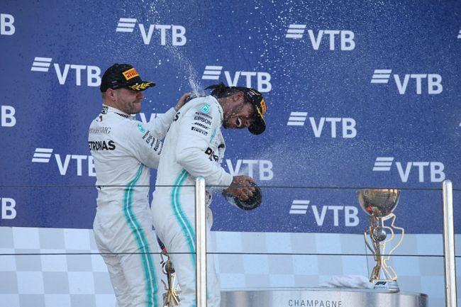 Gp Russia: Hamilton spiazza il pronostico, Ferrari spreca. Doppietta Mercedes