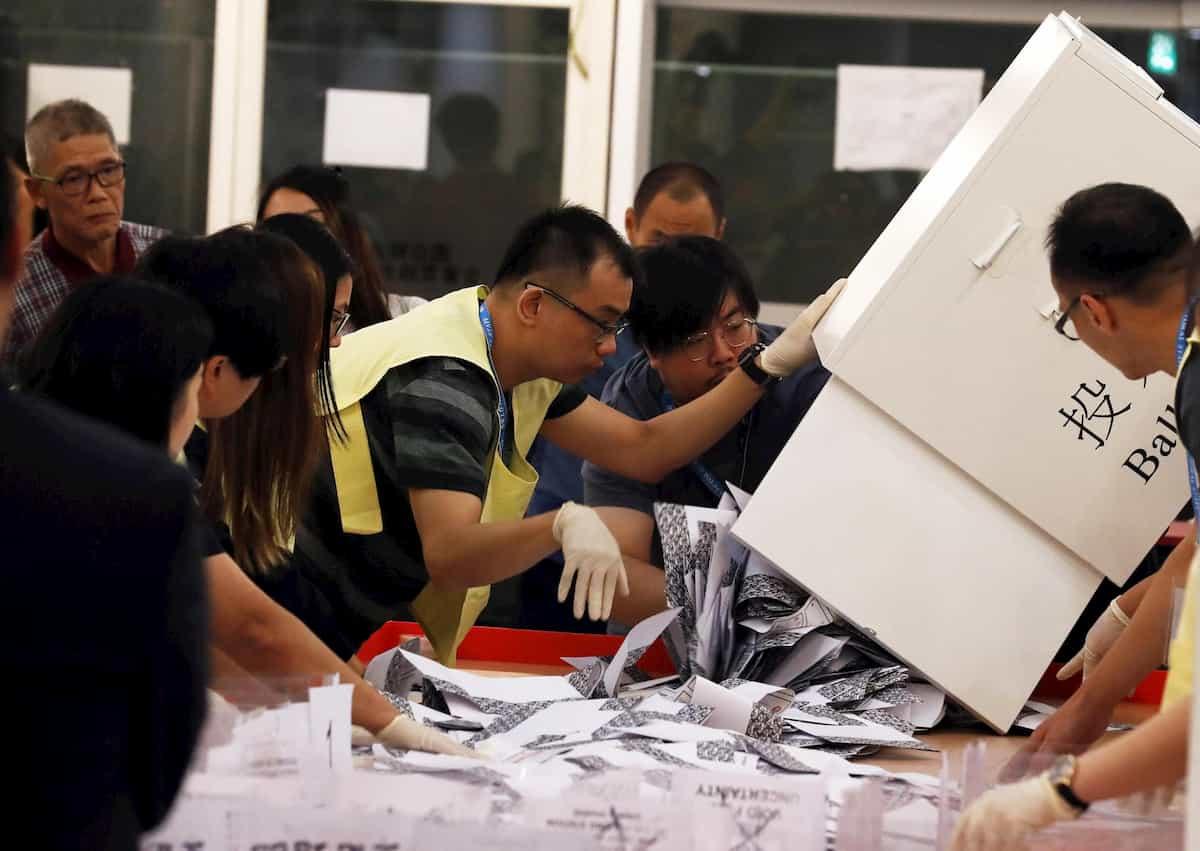 Elezioni Hong Kong: 90% ai democratici, come reagirà Pechino?