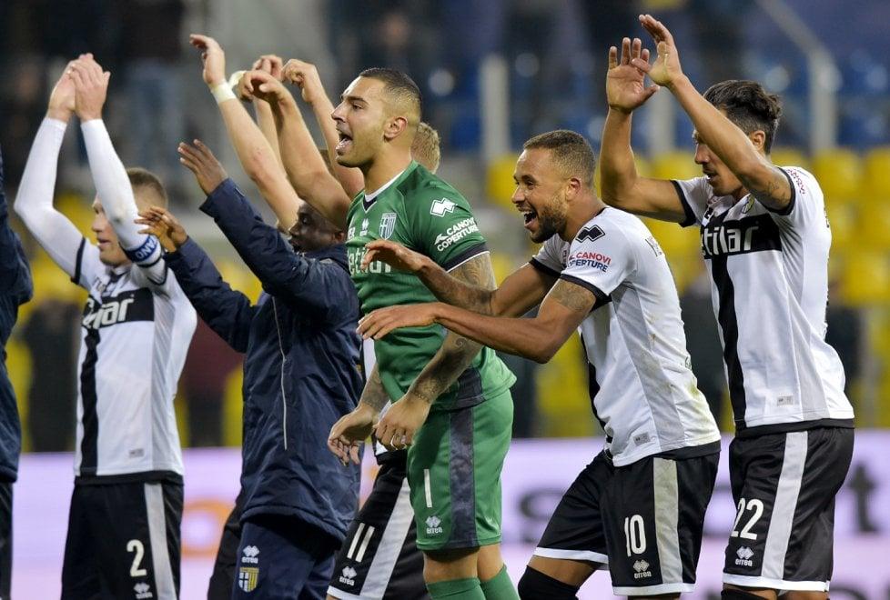 La Roma crolla al Tardini, vince il Parma 2-0