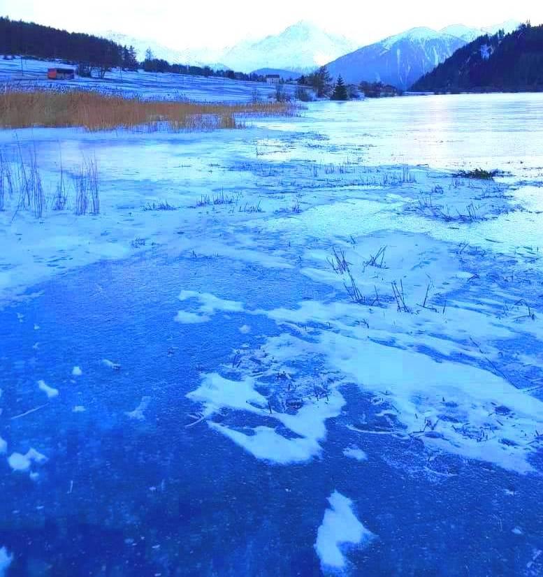 Acque argentee ghiacciarono oziose nel freddo del nord (foto e Hayku di Cinzia Albertoni)