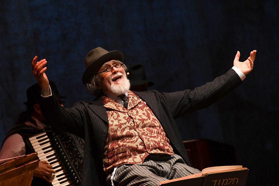 Dio ride Nish Koshe, il ritorno di Moni Ovadia al Teatro Vascello