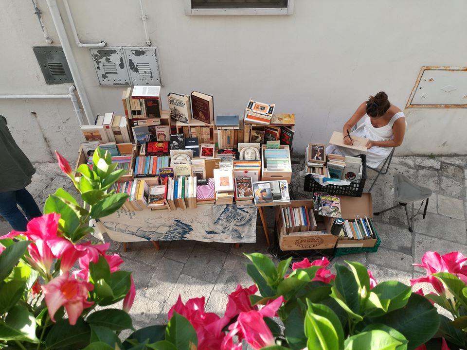 OMMP. In Puglia un carretto consegna libri senza fretta