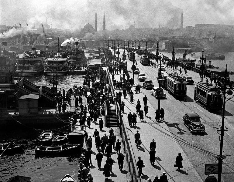 Assetati di umanità, l'abbiamo cercata negli scatti di Ara Güler