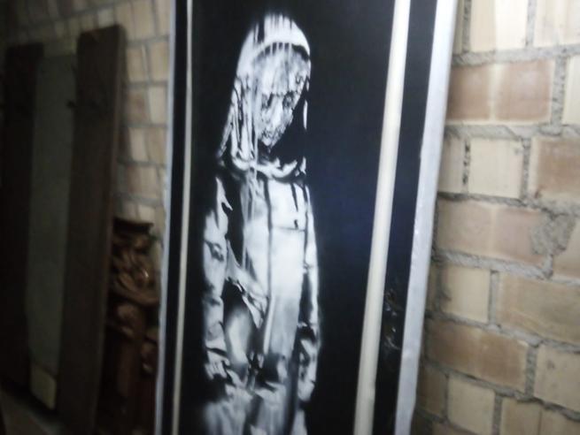 Banksy ritrovato: la porta del Bataclan nel teramano