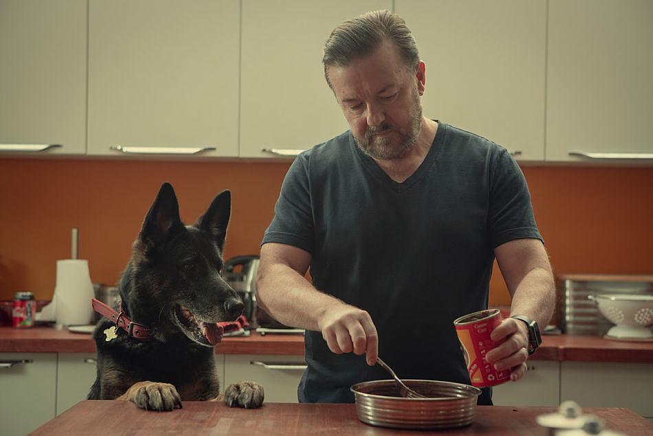 After life 2. L'arte di continuare a vivere secondo Ricky Gervais