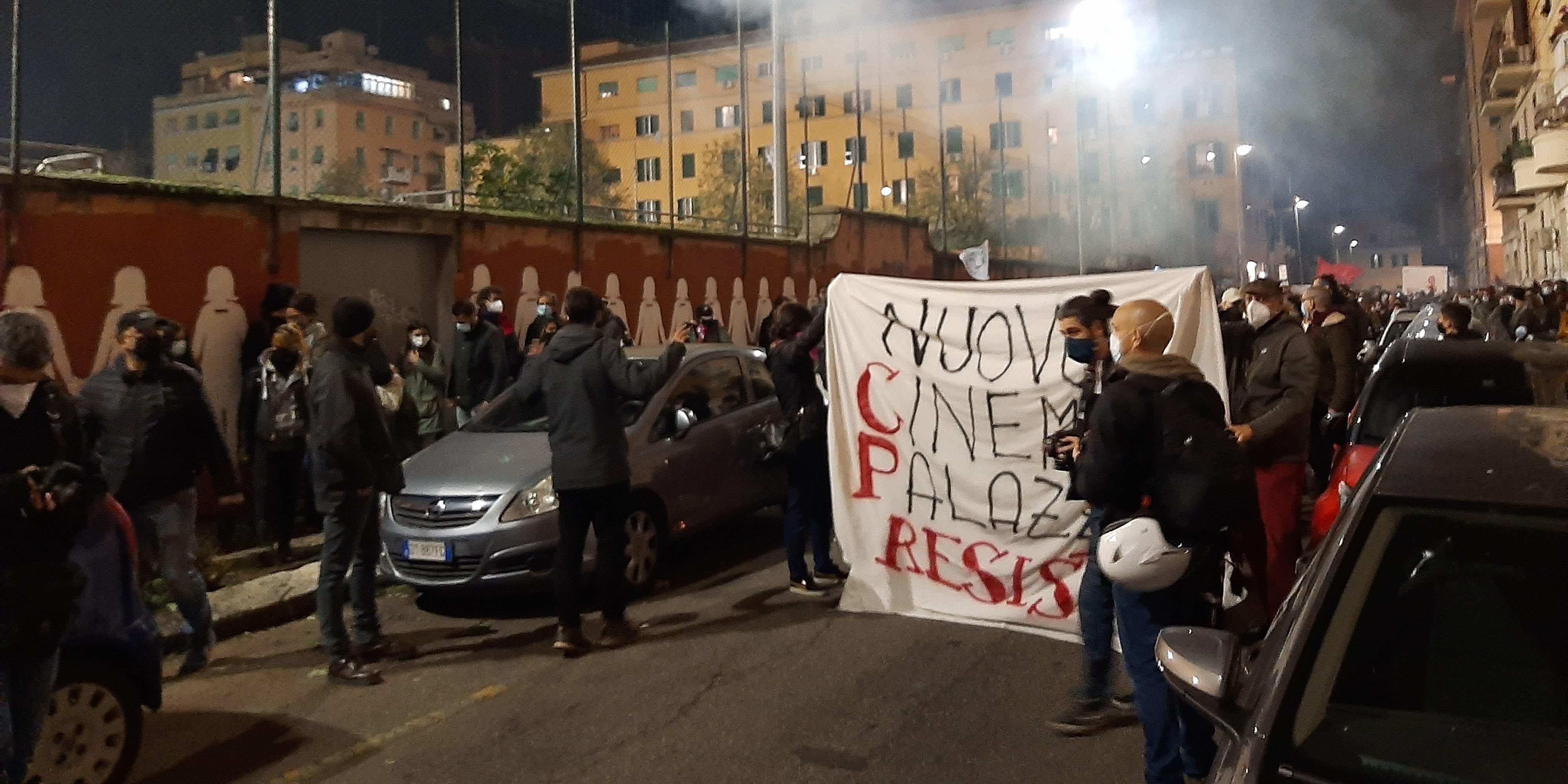 """""""Chi disprezza, sgombera."""" Ci tolgono il Nuovo Cinema Palazzo"""