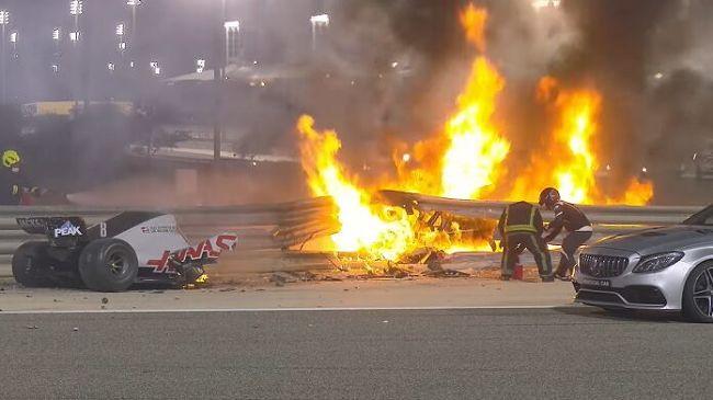 Gp Bahrein: incidente terrificante, esplode l'auto di Grosjean. Il pilota in salvo se la cava con un paio di ustioni. Vince Hamilton