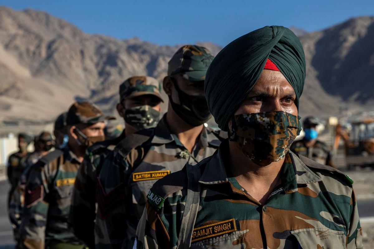 Tra India e Cina, centomila soldati in cima al mondo