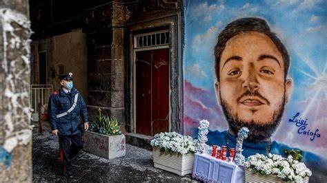 Napoli divisa dai murales della discordia: simbolo o oltraggio?